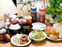 三重県産コシヒカリの炊き立てご飯・日替わりあわせ味噌の手作り味噌汁をメインのあったか朝食♪