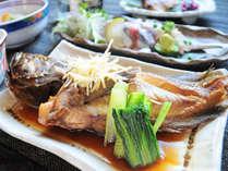 【夕食一例】ぐっと味が染み込んだ、煮つけも好評です。
