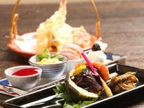 お料理には、オーナーが自分で収穫した季節の食材をたくさん使った創作和食です