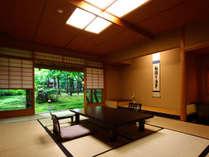 客室は全タイプ、主室と副室がある2間続き(1階の庭の見えるお部屋例)