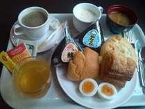 ■ご朝食■パン・おにぎり・サラダは衛生管理の為、個包装になってます。
