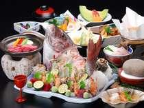 東伯和牛ミニステーキと鯛のお造りがついた会席料理※お造りは3人盛です。