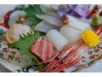 氷見の新鮮な朝とれ地魚のお刺身盛り合わせ(季節によって種類が変わります)
