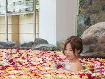 *生バラ風呂/女湯・土曜日限定の特別仕様