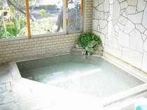 大浴場(天然温泉浅間の湯) 外も見える開放的な温泉でございます。