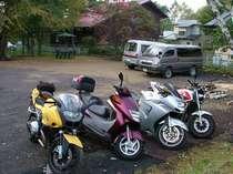 バイクは駐車無料 ♪