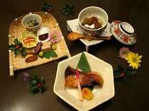 目で舌で季節を愉しむ1から手作りのお料理の数々。※月代わりの旬季亭会席一例