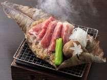 香ばしい香りが食欲をそそります!「信州牛の味噌焼き」です。