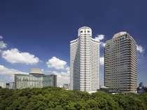 ★東京のグリーンベルトに位置し、外堀に沿って一万坪・400年の歴史を有する日本庭園に囲まれたホテル