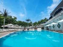 プールサイドダイニングでお食事も楽しめる都内シティホテル最大級の規模を誇るGARDEN POOL