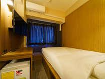 140cm幅のワイドベッドでぐっすり