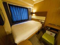 客室:スタンダードルーム横(2) 眠りを追求した140cm幅のワイドベッドと適度な硬さのマットでぐっすり
