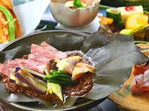 """《記念日プラン》牛と鶏と季節の野菜は、香り豊かな""""朴葉味噌""""で召し上がれ"""
