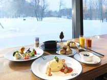 ◆朝食(冬)/卵を使ったメイン料理と温製料理をテーブルサービスにてご提供いたします(イメージ)