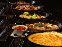 【森ビュッフェ】パスタ、リゾット、グラタンなど、さまざまなご馳走が揃うレストラン(夕食イメージ)