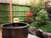 京町家の坪庭と露天風呂付き和洋室【紅梅】53平米
