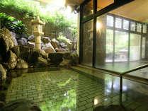 ◆長生殿:庭園露天風呂(庭園を臨む露天風呂も併設。昼~夜は女性用・午前12時に入替・朝は男性用)