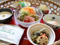 地元の幸を盛り込んだ和朝食