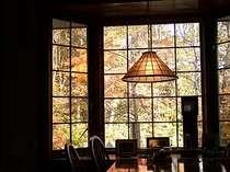 食堂の窓からは一服の絵
