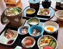 ◆刺身やお鍋が付いた朝小鉢膳!