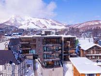 *冬季外観一例/全室山側の4階建アパートメント。