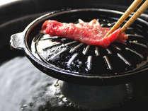 《牛しゃぶ鍋》焼きでも、しゃぶしゃぶでも。お好みで食す