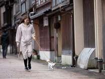 金沢文化を代表する情緒溢れる古い町並のひがし茶屋街までは当館から徒歩2分