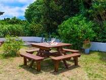 広々としたお庭では、BBQ(レンタル有料)や花火を楽しむことが可能です。