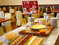 ≪夕食バイキング≫お腹はいっぱいでもデザートは別腹♪(※写真はイメージです。)