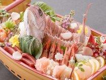 通常のお造りの2倍以上の盛り込み「日本海の幸満載の舟盛り」