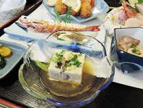 *【夕食一例】地元の旬の幸をふんだんに活かした料理はどれも絶品です!