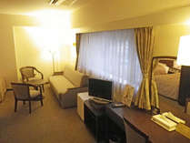 *デラックスツインルーム一例/ベッド2台の他ソファもあり広々♪空気清浄機&ウォシュレット完備。
