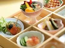 【お食事】 季節ごとに新潟の美味しさをぎっしりと詰め込んだ会席をご提供。