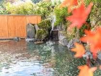 【露天風呂】秋の紅葉10月中旬~11月上旬が見頃です。