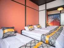赤富士の襖が魅力的な寝室