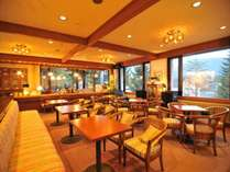 ジャズのながれる落ち着いたティーラウンジ。焼きたてパンやコーヒー・地酒をお楽しみ下さい。