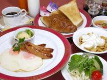 朝食は和食と洋食からお選びいただけます。(写真は洋食朝食例)