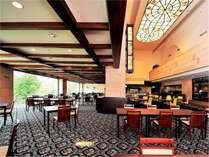 「レストラン グリル」フロント階のレストラン