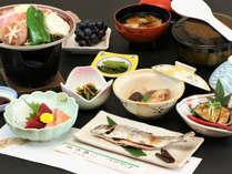 スタンダード夕食一例/季節を感じて頂ける、山と川の幸を使用したお料理をご用意。