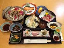 *【夕食例】地元の味覚にこだわってご用意しております(一例)