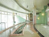 *【大浴場】天然温泉の大浴場。打たせ湯や歩行浴、サウナ等もございます。