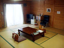 離れ露天風呂付のお部屋です。和室の15畳でゆっくりとお寛ぎいただけます。