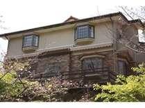 桜並木沿いにたたずむ静かな洋館(H23年4月オープン)