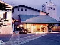 正面の玄関、国道一号に面している。箱根駅伝は前を走りぬけます