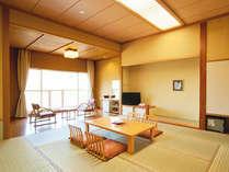 *【和室(一例)】渓流間近の風が心地よい客室で、のんびりお寛ぎください。