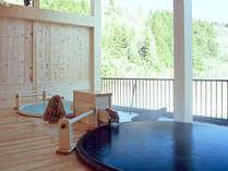 *【陶磁器露天風呂】渓流と山々を眺めて、至福のひとときをお過しください。