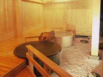 *【陶磁器露天風呂】浴室は総檜造りで「信楽焼」の陶器を使った2つの露天風呂がございます。