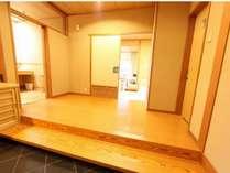 客室入口一例(718号室) 和室10畳~15畳 総ひのき内風呂付客室