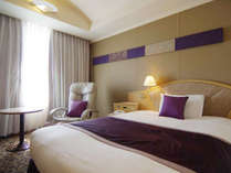 【シングルルーム】約23平米の客室に幅1500mmのベッド(眺望:隅田川側)