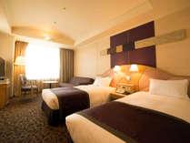 【スタンダードツインルーム】約29平米の客室に幅1000mmのベッド(眺望:隅田川側)